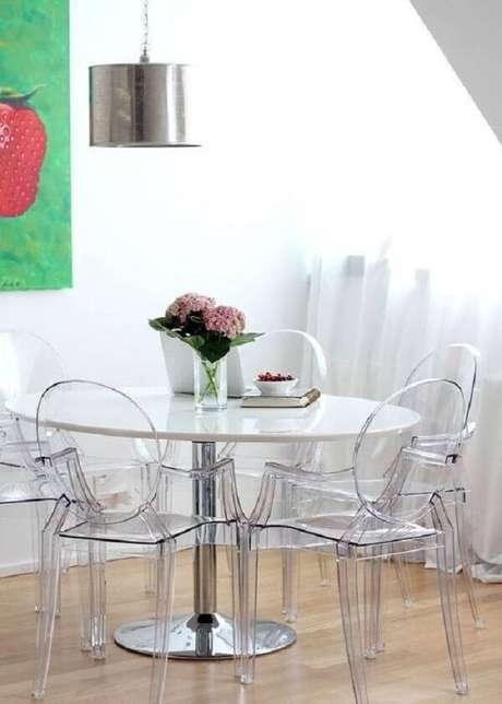 27. Sala de jantar descontraída com decoração clean. Fonte: Pinterest