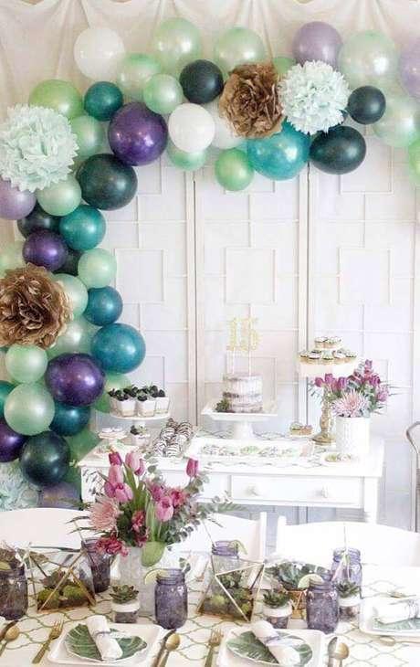 43. Festa em casa para 15 anos com tons de roxo linda e simples – Via: Decor Fácil