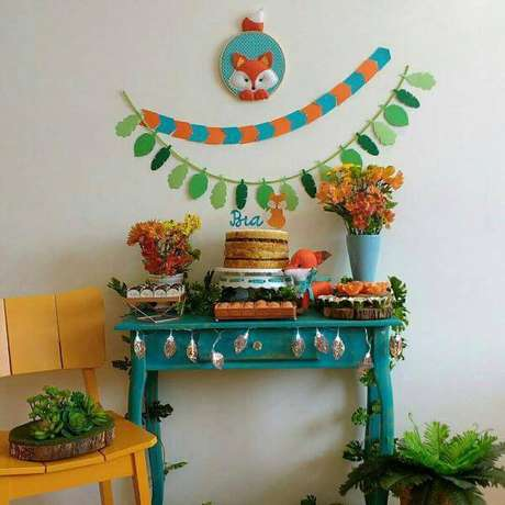 53. Festa em casa com azul e laranja – Via: Pinterest
