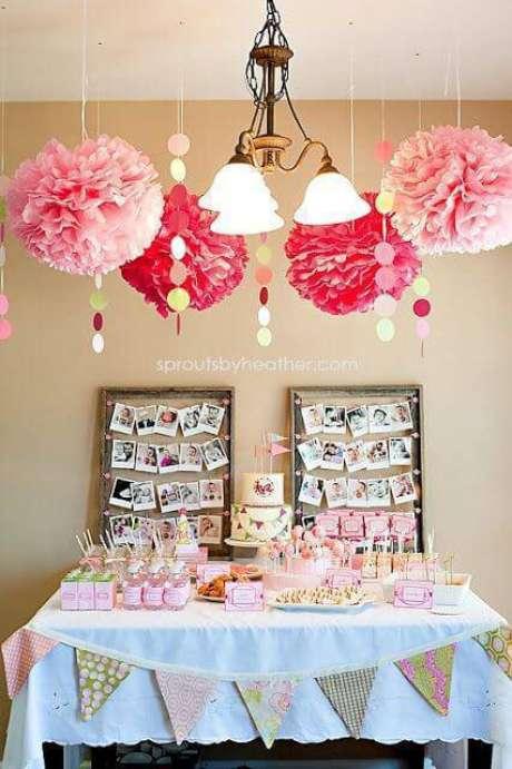 59. Festa em casa com decoração aérea cor de rosa – Via: Pinterest