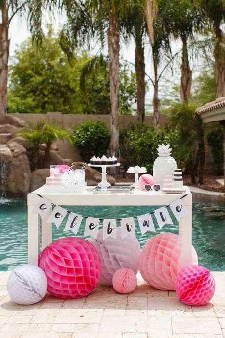 4. Festa em casa na piscina, estilo pool party – Via: A Minha Festinha