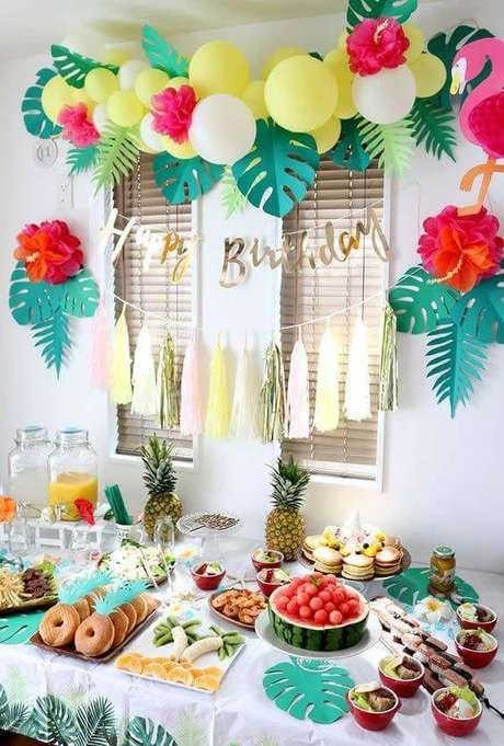 8. Festa em casa com tema tropical – Via: Pinterest
