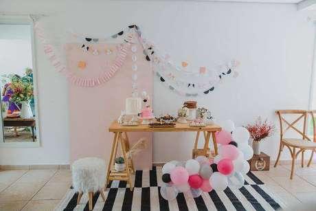 22. Festa infantil em casa decorada com balões – Via: Lápis de mãe