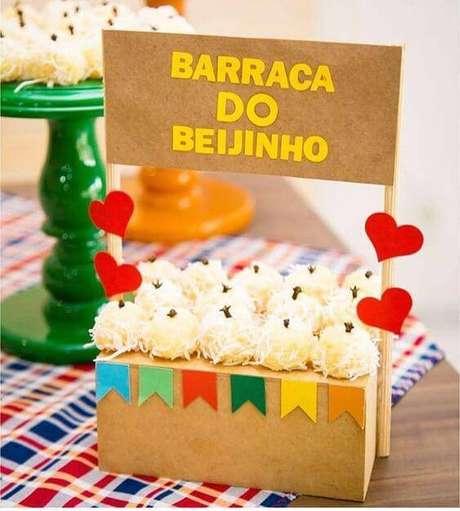25. Festa junina com barraca do beijo – Via: Pinterest