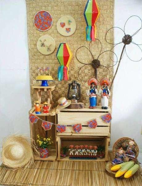 5. Festa junina em casa com balões coloridos – Via: Tua Casa