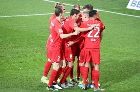 Augsburg conquistou grande vitória fora de casa diante do Hoffenheim (Foto: Reprodução/Augsburg)
