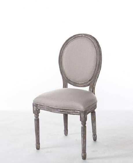 42. Modelo de cadeira medalhão branca. Fonte: Pinterest