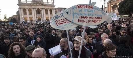 """""""A Constituição não se toca, se aplica"""": Peixe é símbolo do movimento italiano contra a extrema direita"""