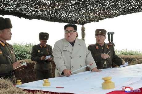O líder da Coreia do Norte, Kim Jong-un, durante inspeção militar em novembro