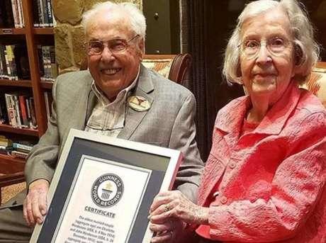 John e Charlotte Henderson são casados desde 22 de dezembro de 1939.