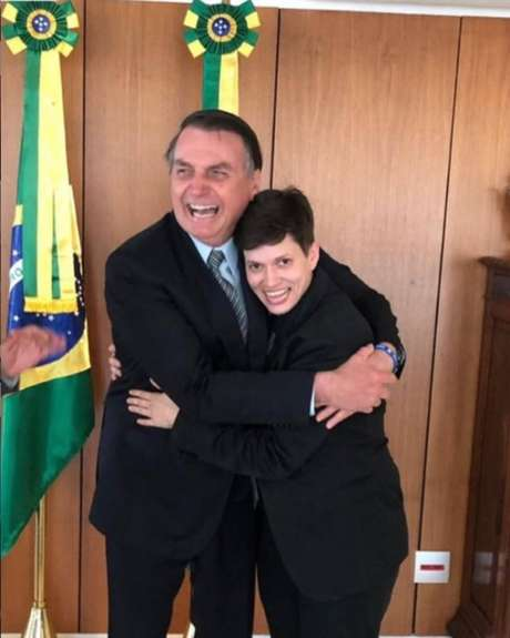 A youtuber Karol Eller em encontro com o presidente Jair Bolsonaro