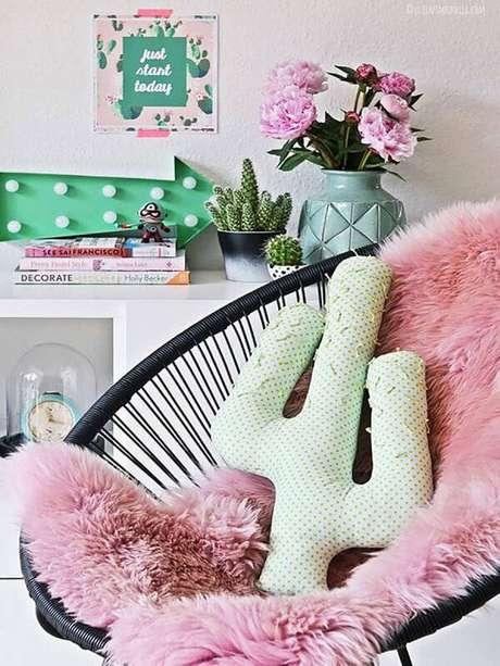 20. Cultive diferentes tipos de cactos em cima da cômoda. Fonte: Pinterest