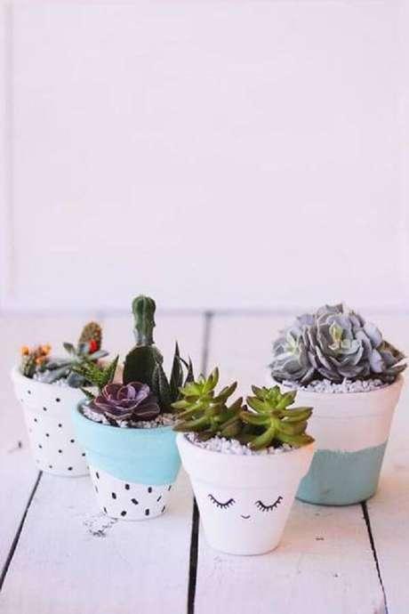 13. Pinte os vasos de forma criativa e cultive todos os tipos de cactos. Fonte: Pinterest