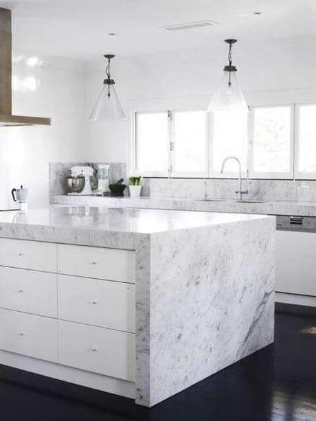 41. Bancada da cozinha de mármore – Via: Casa e Construção