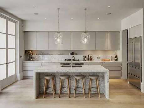 2. Mármore carrara na bancada da cozinha – Via: Construindo Decor