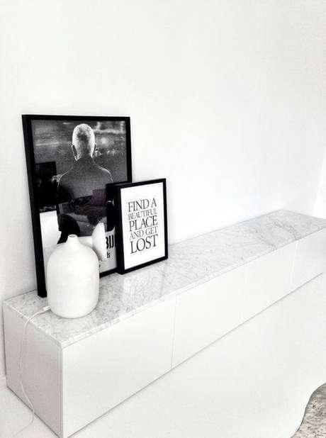 47. Aparador de mármore em preto e branco – Via: Décor Fácil