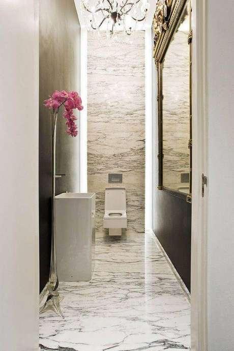 46. Banheiro revestido com mármore – Via: Décor Fácil