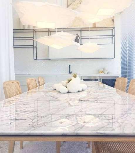 1. Mesa de jantar com mármore carrara – Foto: Francoise Lemos