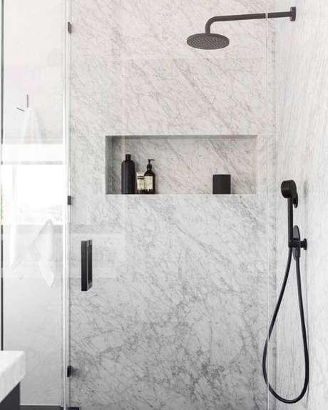 55. Banheiro de mármore – Foto: Louise Faria
