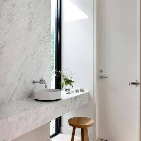 56. Banheiro mármore carrara clean – Foto: Magma Mármores