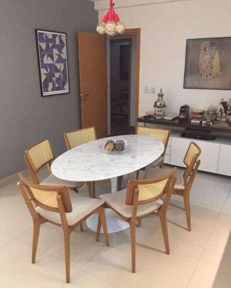 8. Mesa de jantar de mármore – Foto: RMA Móveis Clássicos