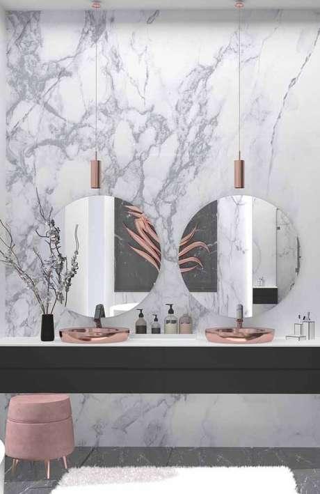 16. Use detalhes lindos no banheiro clean com mármore – Via: Pinterest