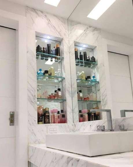 27. Mármore carrara no banheiro clean – Via: Tua Casa