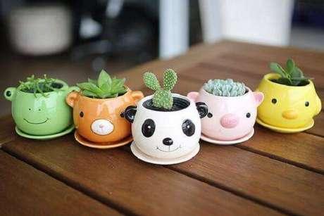 57. Vasinhos criativos para diferentes tipos de cactos e suculentas. Fonte: Pinterest