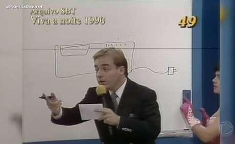 O apresentador Gugu Liberato, durante apresentação do programa 'Viva a Noite', no SBT, nos anos 1980.