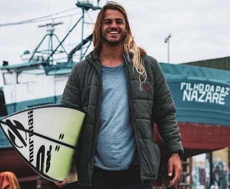 Brasileiro surfa onda gigante em Nazaré (Foto: Reprodução/Instagram)