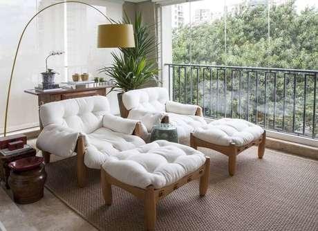9. Invista em móveis de qualidade para a decoração de casas lindas por dentro – Foto: Maria Teresa Rodrigues Alves