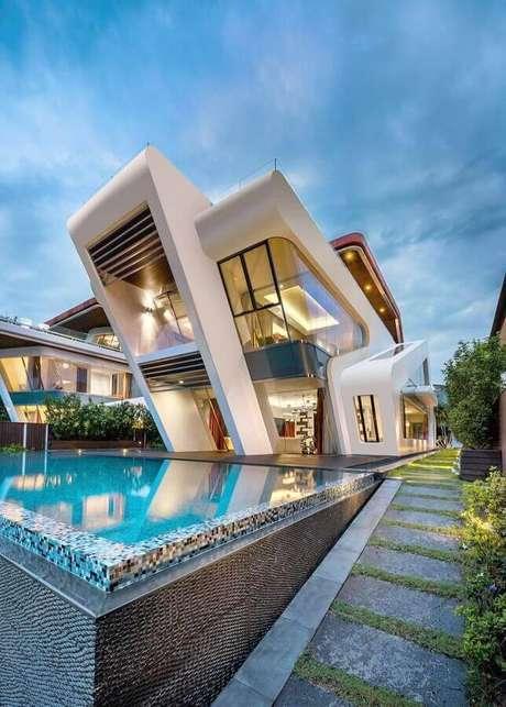 """2. Modelo de casas lindas e modernas com fachada cheia de """"recortes"""" – Foto: Pinterest"""