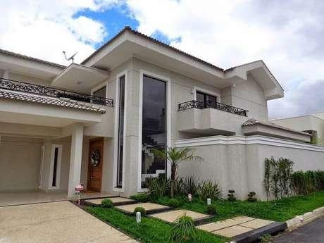 47. Fachada de casas lindas com detalhes modernos e clássicos na arquitetura – Foto: Sergio Canineo Arquitetura