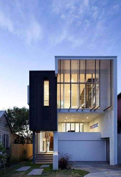 48. Fachada de casas lindas e modernas com parede de vidro – Foto: Home Interior Design
