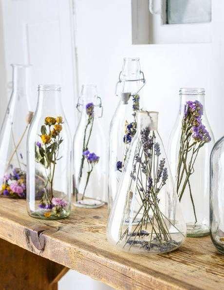 3. É possível usar as flores secas de muitas formas na decoração. Foto: Buce