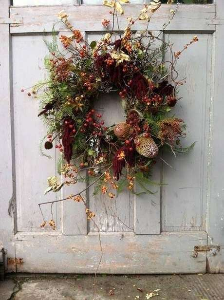 41. As flores secas são perfeitas para guirlandas. Foto: Casa Très Chic