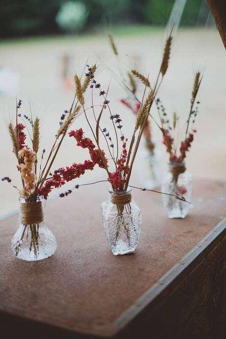 34. As flores secas criam pequenos arranjos. Foto: Festival Brides