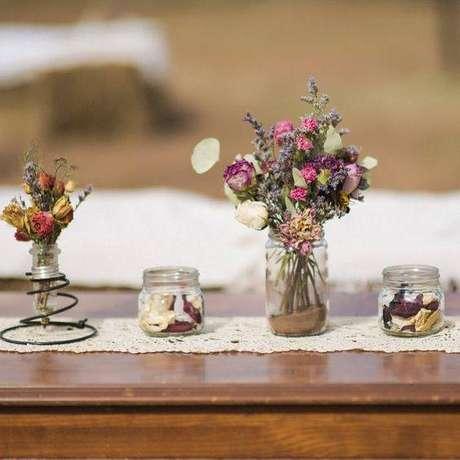 13. As flores secas são perfeitas para decoração mais delicada. Foto: Pinterest
