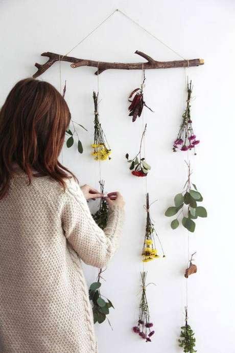 36. Esta é uma ideia interessante de usar as flores secas. Foto: Pinterest