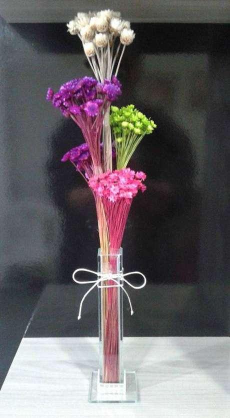 33. Você pode pintar suas flores secas. Foto: Pinterest