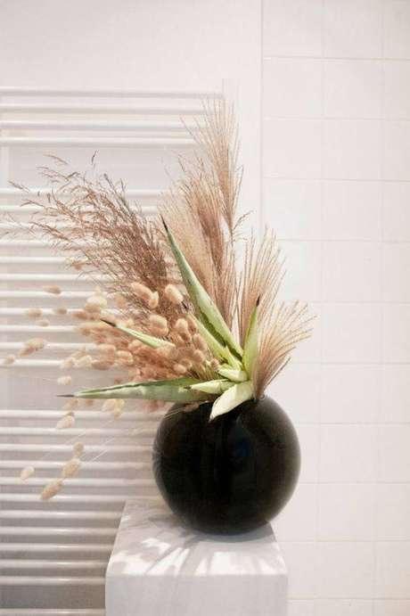 11. As flores secas combinam com lindos vasos. Foto: Pinterest