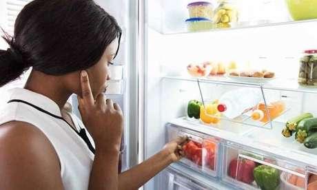 5. Utilize removedor de odor caso o mau cheiro da geladeira já tenha se espalhado. Fonte: Budgetpals