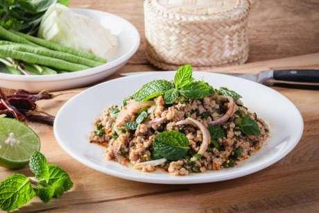 A salada Larb é típica da Tailândia e de Laos