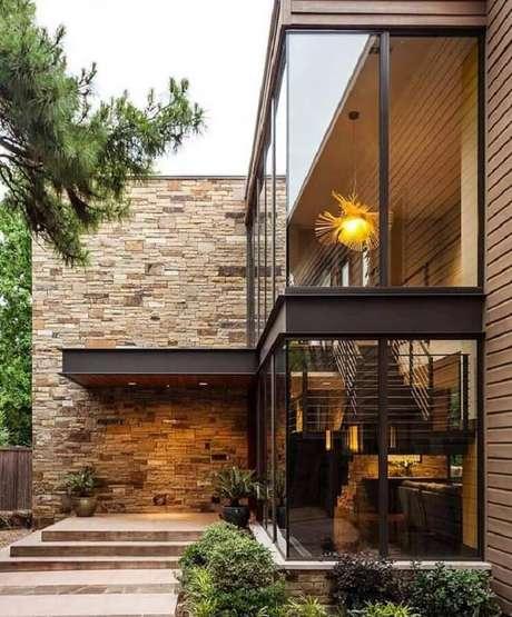 56. Modelos de casas lindas com paredes de vidro e pedra – Foto: Architonic