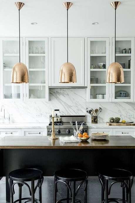 62. Invista em um bom projeto de iluminação para casas lindas por dentro – Foto: Homedit
