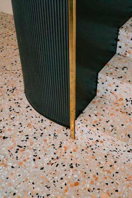 39. O marmorite é um excelente exemplo de pisos antigos. Foto: Proma