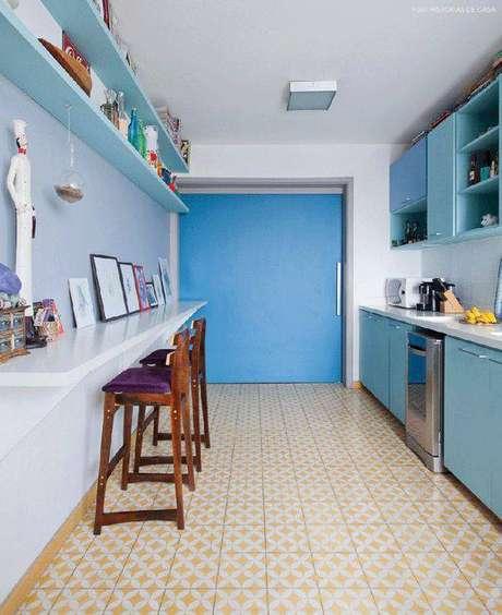 41. O amarelo combina muito com os pisos antigos. Foto: Histórias de Casa