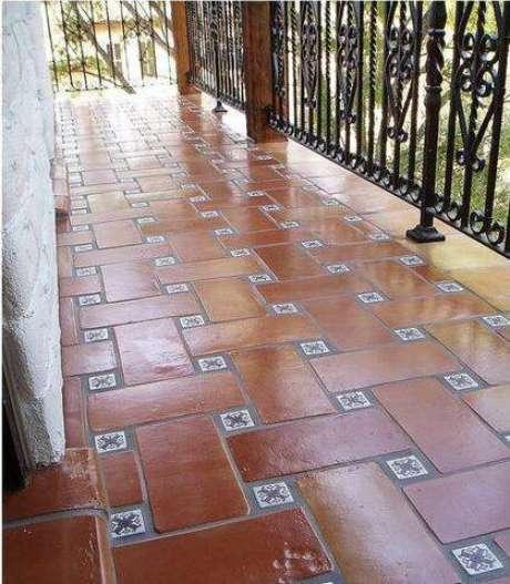 4. Pisos antigos vermelhos são grandes clássicos. Foto: Rustico Tile and Stone