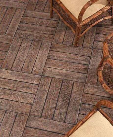 31. Alguns pisos antigos apenas imitam madeira. Foto: Casa Abril