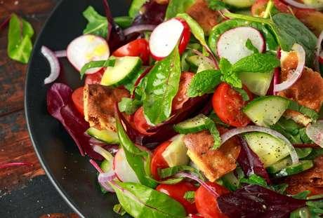 Fattoush é uma salada típica do Oriente Médio